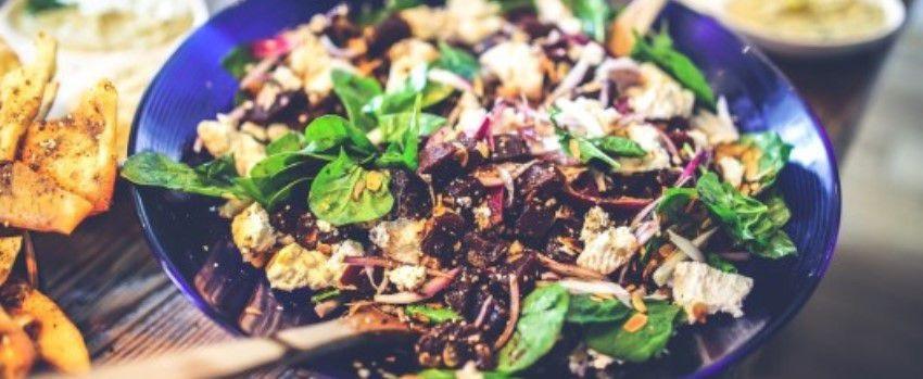 Zeleninový salát s dresinkem z golden berries