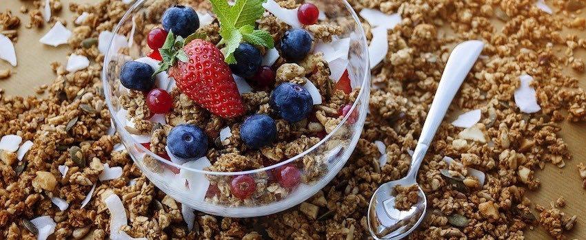 Domácí veganská granola se superpotravinami