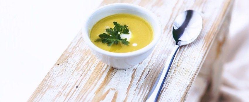 Studená polévka s kokosovým olejem